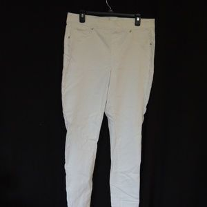 MAURICES Womens size 16 skinny jeggings/pull on